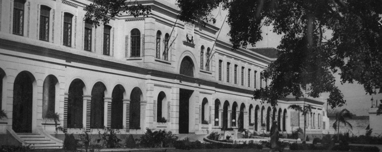 Foto da fachada do prédio principal do museu